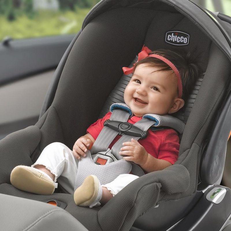 ovetto-o-navicella-cosa-scegliere-per-il-trasporto-dei-neonati-in-auto