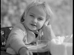 3-consigli-per-aiutare-il-tuo-bambino-a-mangiare-da-solo