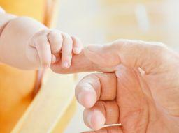 vantaggi-e-svantaggi-dei-papa-in-sala-parto